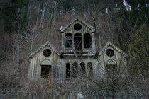 Spooky house extraordinaire I have no info so if anyone else has please indulge