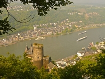 St Goar am Rhein Rheinland-Pfalz Germany  and environs In the foreground Castle Katz and St Goarshausen in the background to the right Castle Rheinfels