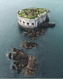 Stack Rock Fort Milford Haven Wales This th-century island fort built to protect against an invasion by sea