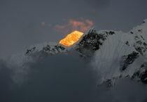 Sun illuminating on Mount Everest  Photo by Dylan Toh