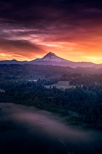 Sunrise from Jonsrud viewpoint in Sandy Oregon
