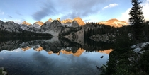 Sunrise over Alice Lake in the Sawtooth mountains Idaho