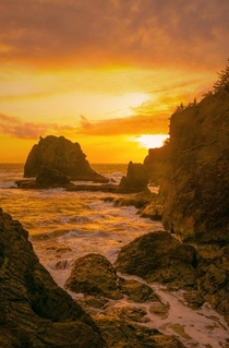 Sunset along the coast in Brookings Oregon