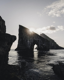 Sunset at Drangarnir Faroe Islands   IG edgeobject