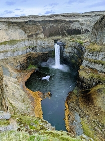 Surprising waterfall in an otherwise barren landscape in Eastern Washington
