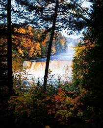 Tahquamenon Falls MI - Fall colors OC  IG svlad