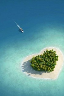 Tavarua Island in Figi is shaped like a heart