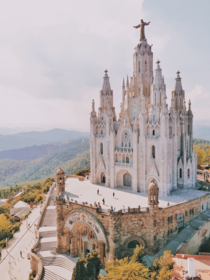 Temple Expiatori del Sagrat Cor is the work of the Spanish architect Enric Sagnier and was completed by his son Josep Maria Sagnier i Vidal The construction of the church lasted from  to