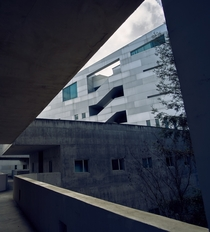 the brutalist design of the UC-Davis Social Sciences and Humanities Building