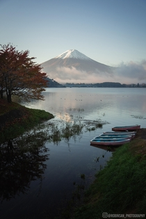 The calm of a morning in front of Mount Fuji Kawaguchiko  - Instagram  robinsan_photography