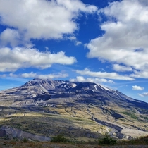 The crater and lava flows of Mt St Helens WA