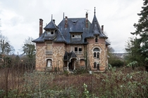 The Creepy Chateau Bien Beau