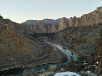 The crooked river winding through Smith Rock in Terrebonne Oregon OC