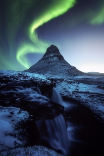 The Dancing Dragons - Mount Kirkjufell - Iceland x