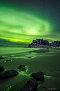 The elusive Aurora Borealis lighting up Uttakleiv beach in Norway Video in comments
