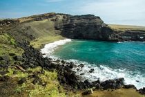 The green sands of Mahana Bay in Hawaii  by Thomas