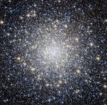 The heart of the M Hercules Globular Cluster a ball of   stars that orbits the core of our Galaxy