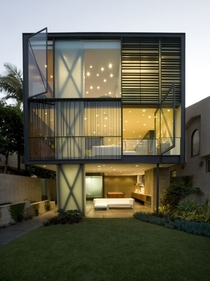 The Hover House designed by Glen Irani Architects Outstanding implementation of frosted glass