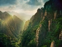 The Huangshan mountains of China  by Suchet Suwanmongkol x-post rChinaPics