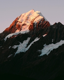 The last light falling off New Zealands tallest mountain AorakiMount Cook x