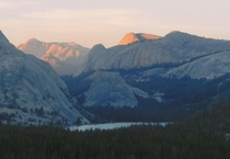 The last light of the day illuminates the mountaintops above Tenaya Lake in the Yosemite high country