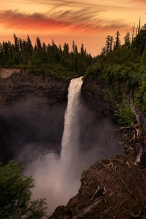 The loudest waterfall Ive ever encountered Helmcken Falls British Columbia