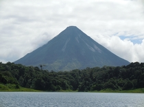 The majestic Arenal volcano a Costa Rican landmark  X