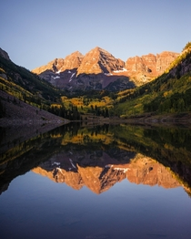 The Maroon Bells on a Fall morning reflected in the lake