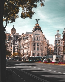 The Metropolis Building in Madrid Spain Inaugurated in  it was designed by Jules and Raymond Fvrier for the insurance company La Unin y el Fnix