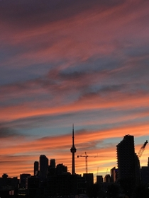 The sky in Toronto a few nights ago  heyvolpe - x