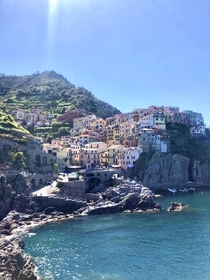 the stunning town of Manarola which is part of the five beautiful towns in Italy many know as Cinque Terre