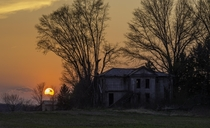 The sun sets on an abandoned farmhouse in Fairfield County Ohio    Sean Denney