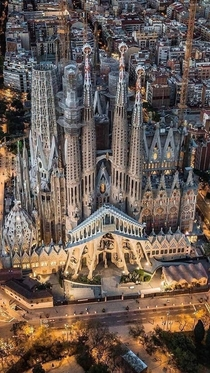 The Temple Expiatori de la Sagrada Famlia is a large unfinished Roman Catholic church in Barcelona Designed by Catalan architect Antoni Gaud his work on the building is part of a UNESCO World Heritage Site
