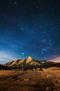 The view of the Flatirons from Chautauqua Park on a starry night in Boulder Colorado is incredible