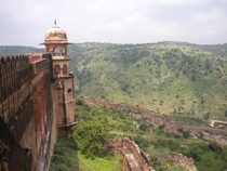 The watchtower and walls of Jaigarh Fort