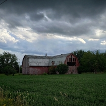 Theres just something about storm clouds that make even a simple picture of a derelict barn instantly way cooler Abandoned barn somewhere near Bay City MI USA