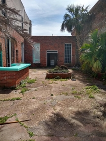 This abandoned courtyard i found in panama city FL