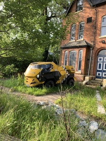 This abandoned Land Rover City Cab House is also abandoned