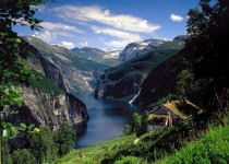 This is just a little piece of beauty in which the earth has to offer - Geirangerfjorden Norway