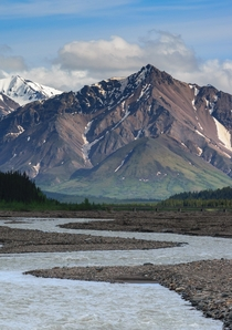 This is the mighty Teklanika river winding up to Igloo mountain The same river that kept Christopher McCandless trapped in the magic bus Into the wild Denali national park