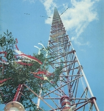 This is the Warsaw radio mast in Poland which until being demolished was the tallest structure in the world Theoretically this radio mast could make worldwide broadcasts and in height is only surpassed by the Burj Khalifa