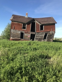 Tim Burton-esque house spotted in a small ghost town South Dakota