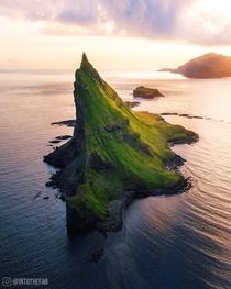 Tindhlmur sunset  Faroe islands  - Instagram intothefab