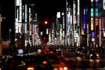 Tokyos Ginza district at night