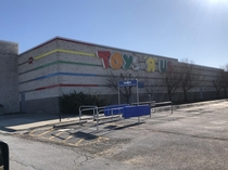 Toys R Us - Oakview Mall