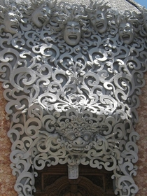 Trippy carving above a doorway in Balix-post rindonesia