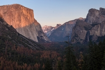 Tunnel View at Sunset in Yosemite National Park CA