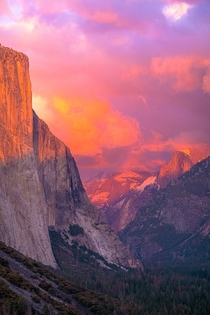 Tunnel View Sunset  Yosemite Valley CA