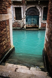 Turquoise Canal Venise Italy
