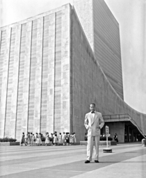 UN Secretary General Dag Hammarskjld in front of the United Nations Headquarters building